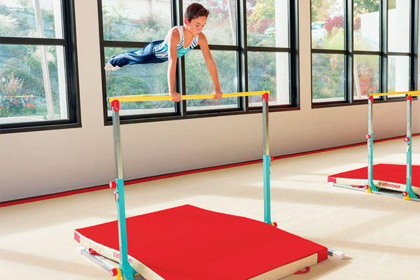 Mini barre fixe mini agr s apprentissage de la for Barre fixe enfant