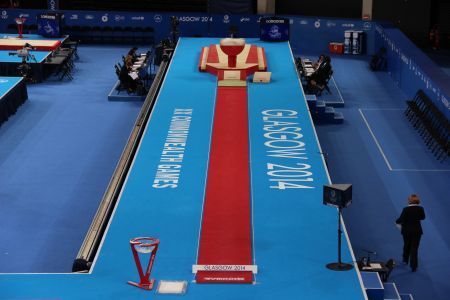 COMPETITION RUNWAY - 25 x 1 m - Tracks - Vaulting table ...